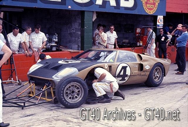 Foyt - Bucknum GT40 at Sebring 1966